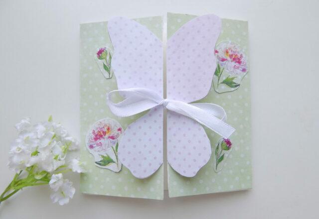 """Поздравительная открытка из бумаги """"Бабочка"""" в технике скрапбукинг"""