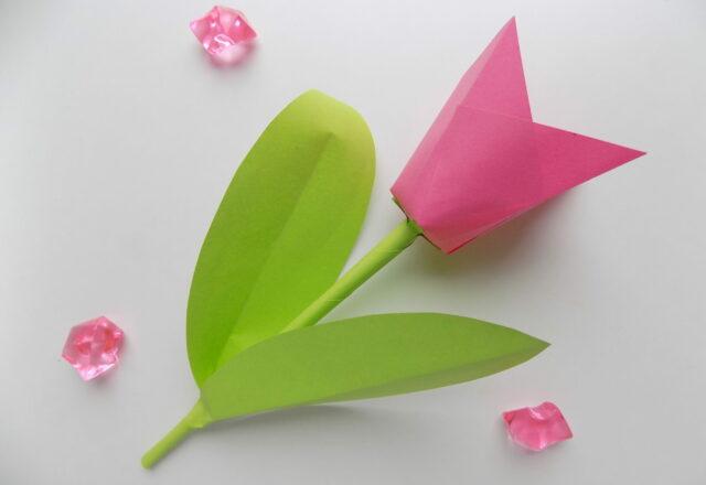 Как создать из цветной бумаги объемный тюльпан пошагово