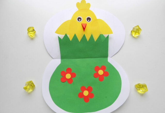 Детская открытка из бумаги с цыпленком для начинающих